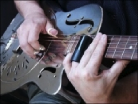 Cara memainkan gitar teknik slide / sliding adalah sbb: