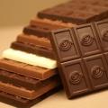Tips Melelehkan Coklat Untuk Topping Kue