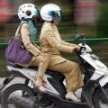 Tips Berkendara Motor untuk Wanita Berhijab