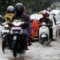 Tips Berkendara, 5 Menit Pertama Saat Hujan