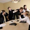 Tips Nyaman Berkomunikasi di Lingkungan Kerja
