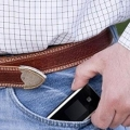 Benarkah Mengantongi Ponsel Bikin Pria Mandul?
