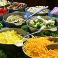 Meracik Salad, Ada Rambunya Lho!