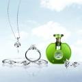 Pakai Parfum atau Perhiasan, Mana yang Lebih Dulu?