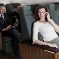 Dilarang Memakai Ponsel Saat Di Pesawat, Ini Alasannya